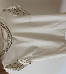 Bela majica z okrasjem na rokavih