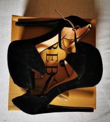 Čevlji z visoko peto in platformo