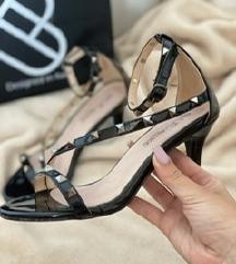 Modni sandali s petko in neti