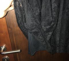 Črna čipkasta obleka Bershka
