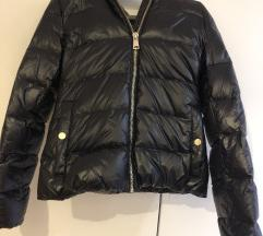 Ženska črna zimska jakna