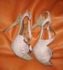Puder roza Guess sandali