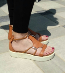 Usnjeni sandali Inuvo