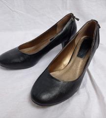 Črni čevlji z nizko peto