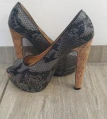 Čevlji s peto 38