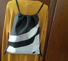 Modni nahrbtnik črno bel srebrn