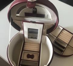 Kovček za shranjevanje nakita