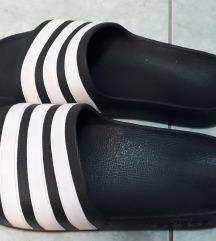 Črno  beli  natikači Adidas