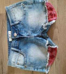 Nove jeans hlačke