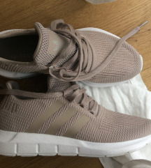 Nove Adidas original 38.5