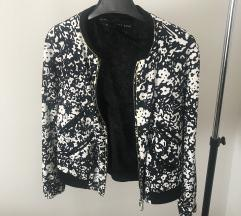 Belo črna jakna