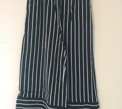 Črno-bele črtaste poletne hlače