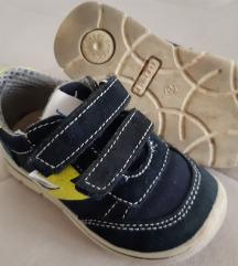 Telovadni copati, superge, čevlji 22