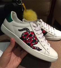 Nove Gucci superge
