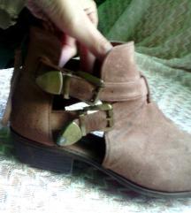 cut out boots gležnjarji 39,nošeni