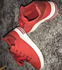 Rdeče superge