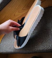 Sandali/natikaci črni s pentljo