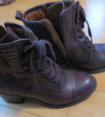 Rjavi čevlji s peto