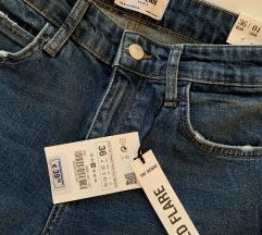 Zara cropped kavbojke - NOVO, mpc-39€