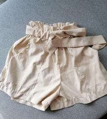 Bež kratke hlače