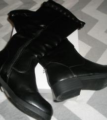 Črni škornji, št. 37