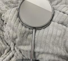 Samostoječe ogledalo