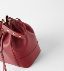 NOVA Letošnja z etiketo Zara torbica