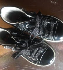 Usnjeni otroški čevlji