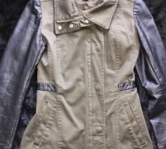 Daljša jakna z usnjenimi rokavi