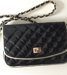 Nova torbica lakasta črna