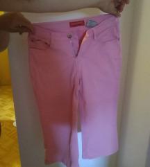 Roza kapri hlače