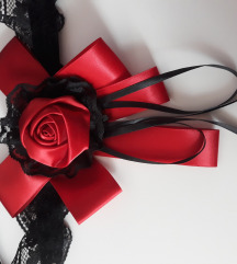 Ogrlica choker način, bogata vrtnica