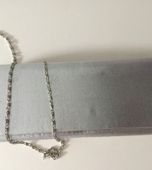 Elegantna srebrna torbica