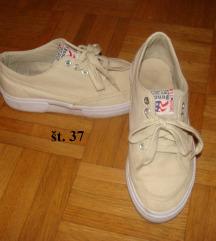 OBUTEV: čevlji, teniski št.37