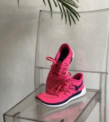 Nike tekaški čevlji 39