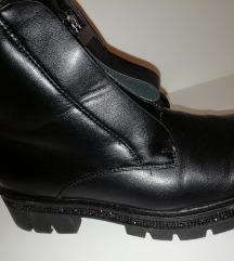 Čevlji skornji