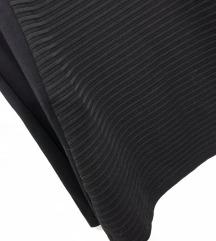 Črna elegantna rebrasta obleka