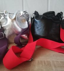 Črna in srebrna torbica