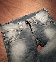 Nove kapri hlače Pepe Jeans