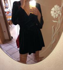Črna žametna oblekica