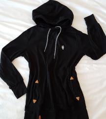 Črn tanek pulover s kapuco