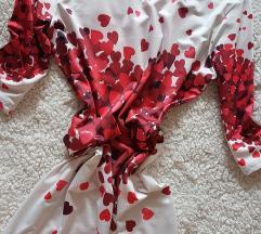 Rdeče bela oblekca