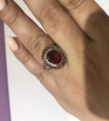Rdec srebrn prstan