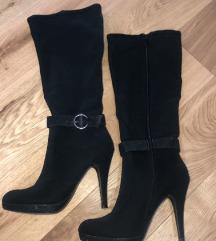 Škornji s peto