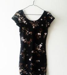 oprijeta črna mini oblekica z rožicami