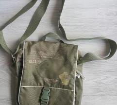 Manjša a prostorna in predelna torbica