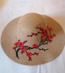 Ženski klobuček