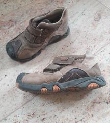 26 jesenska obutev: čevlji in adidaske