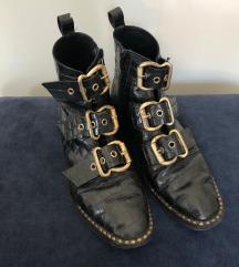 Usnjeni črni škornji