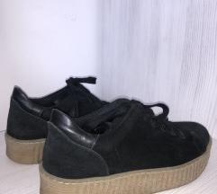 Semiš in usnjeni čevlji